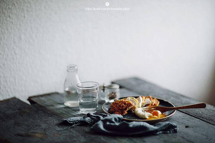 Corn and zucchini cakes with goat cheese and poached egg _ Marta Greber