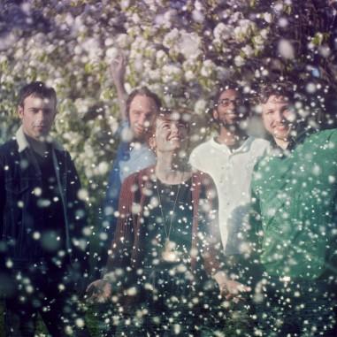 PENDENTIF, des pop-songs radieuses aux sonorités pastels