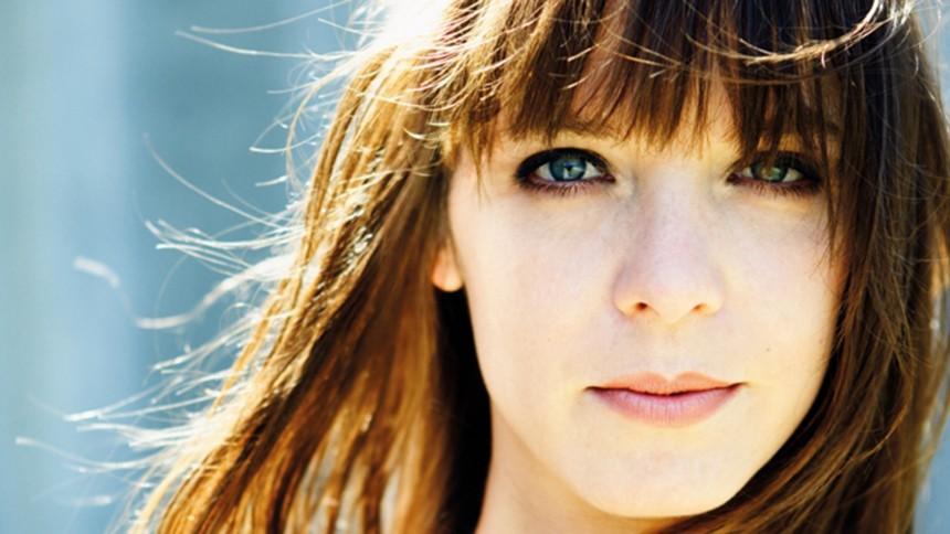 La douceur de Laura Jansen pour une session piano voix
