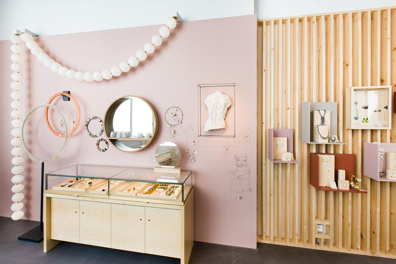 empreintes les objets d 39 art port e de main les confettis. Black Bedroom Furniture Sets. Home Design Ideas
