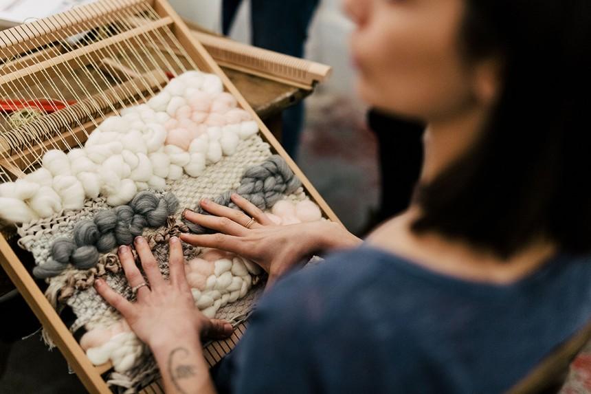 Modern weaving, tissage et broderie