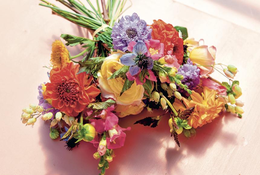bouquet-fleurs-desiree-livre-les-confettis